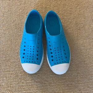 Native Water Shoes Size 6M Blue
